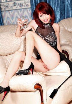 Девушка из Новосибирска. Ищу привлекательную девушку для игр, ласк и дружбы